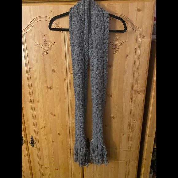 Gray knitted scarf